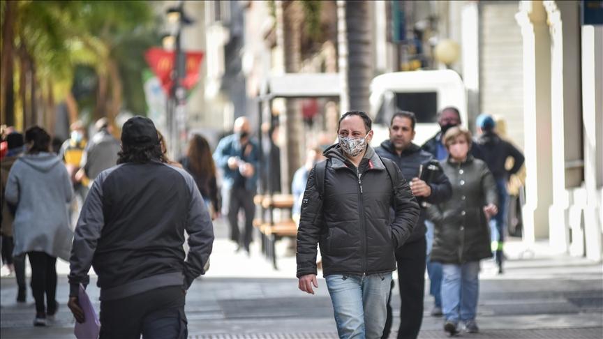 Uruguay habilita fiestas y espectáculos en medio de una desaceleración de la pandemia