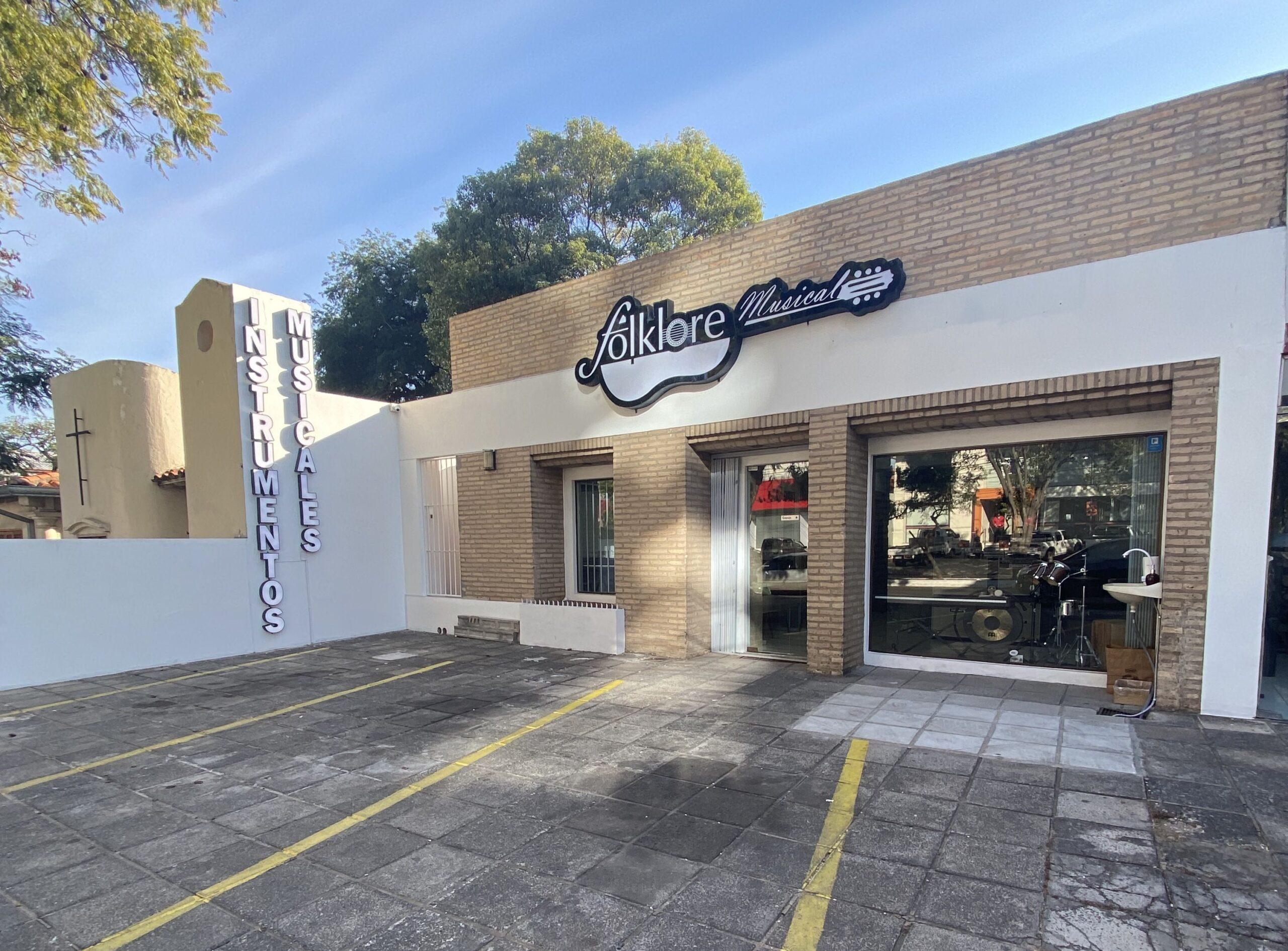 Con peña abierta, tienda musical inaugura su sucursal en Asunción