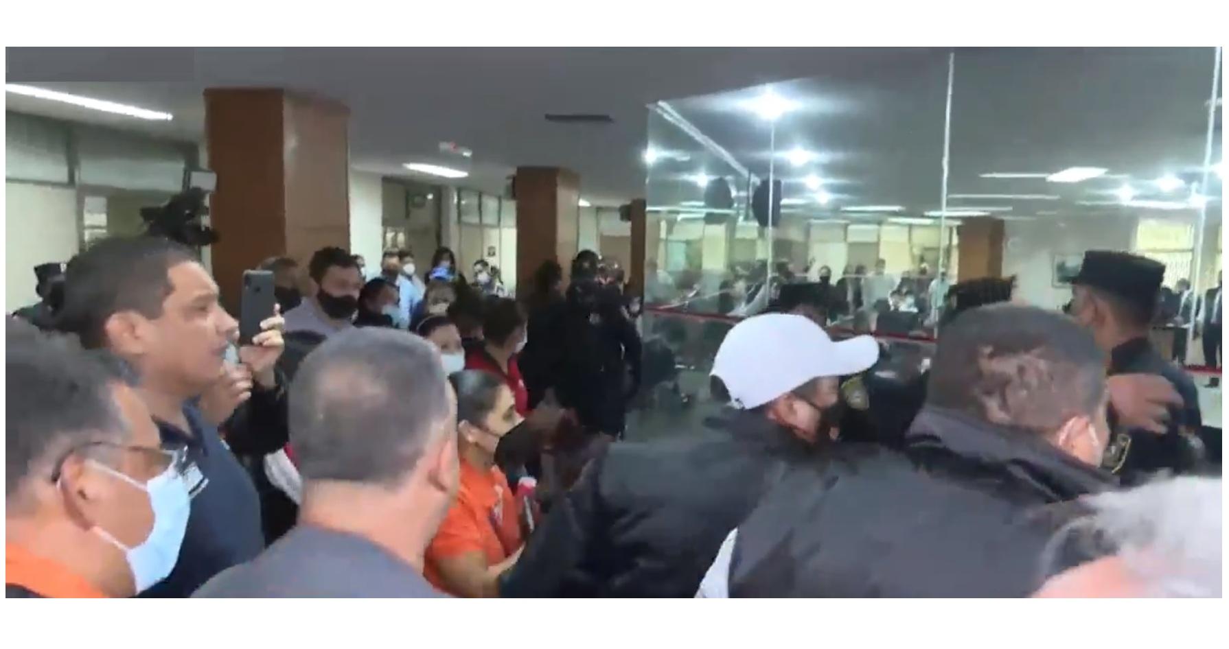 Empujones y un herido en Junta Municipal tras falta de cuórum