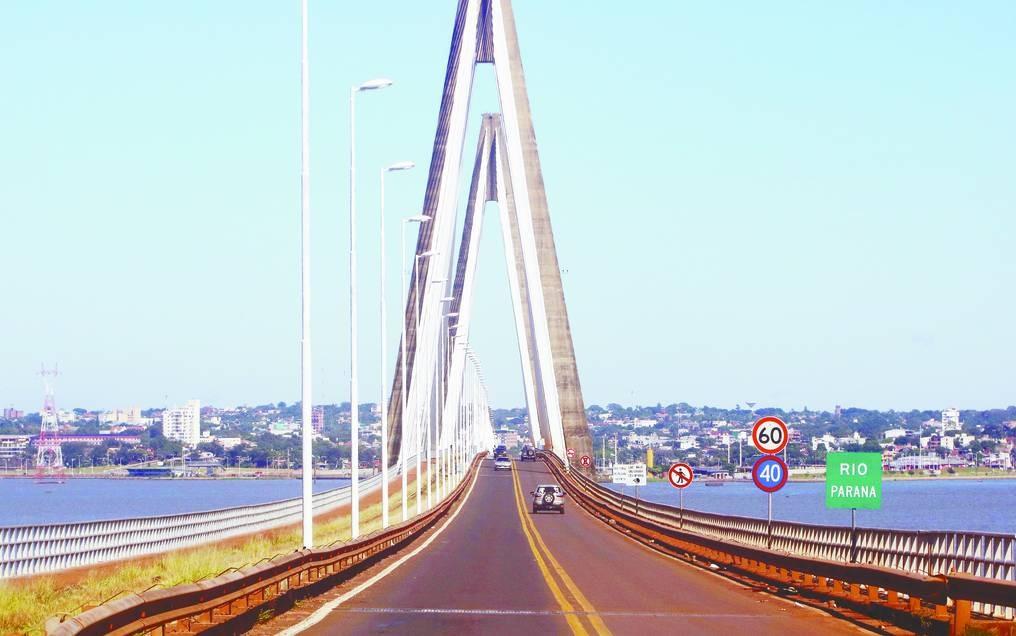 Esta medianoche se reabre paso fronterizo sobre el puente Encarnación – Posadas