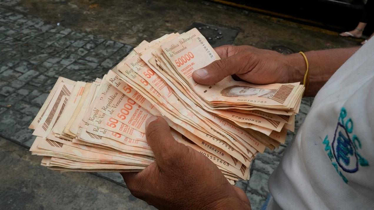 Venezuela introduce nueva moneda con seis ceros menos