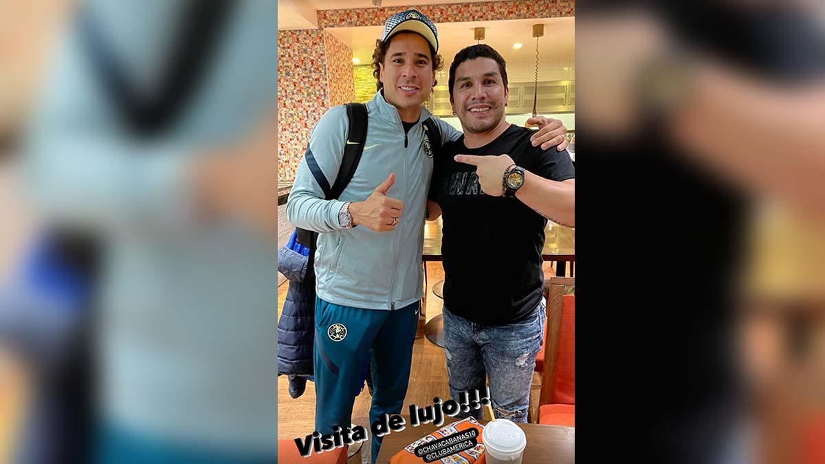El emotivo encuentro de Salvador Cabañas con los jugadores de América