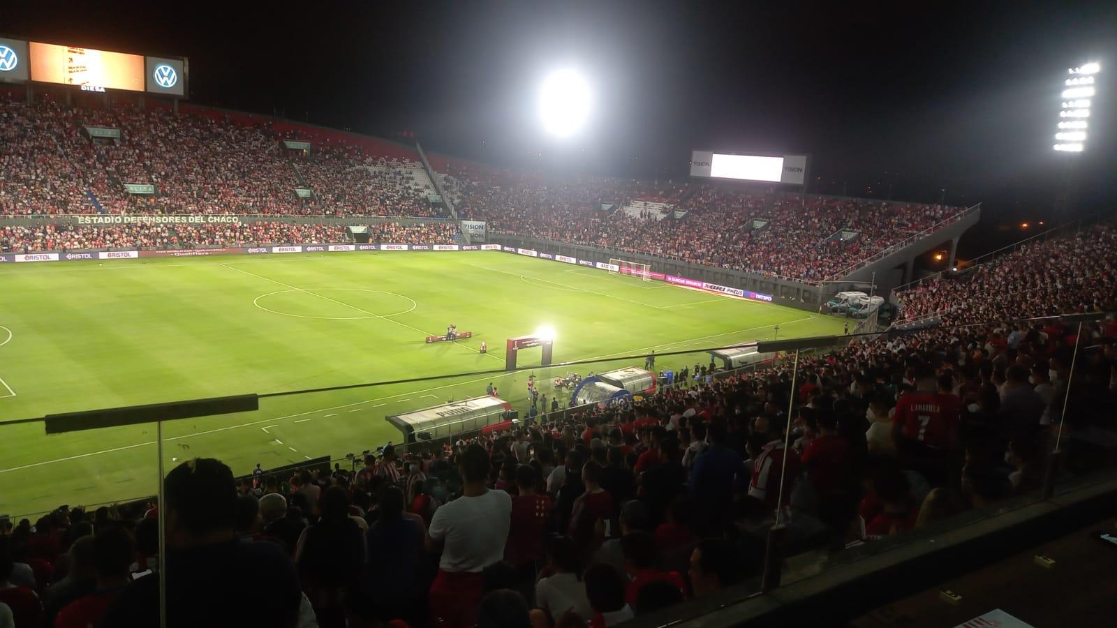 Salud pide informes a APF tras rebalse de límite de espectadores en partido Paraguay – Argentina