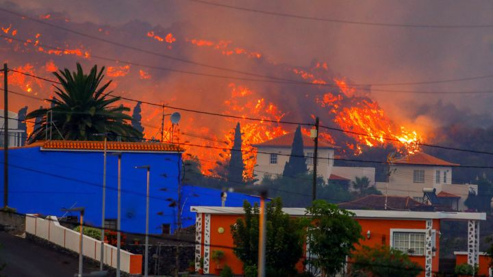 España destina 200 millones de euros para la isla de Canarias afectada por el volcán